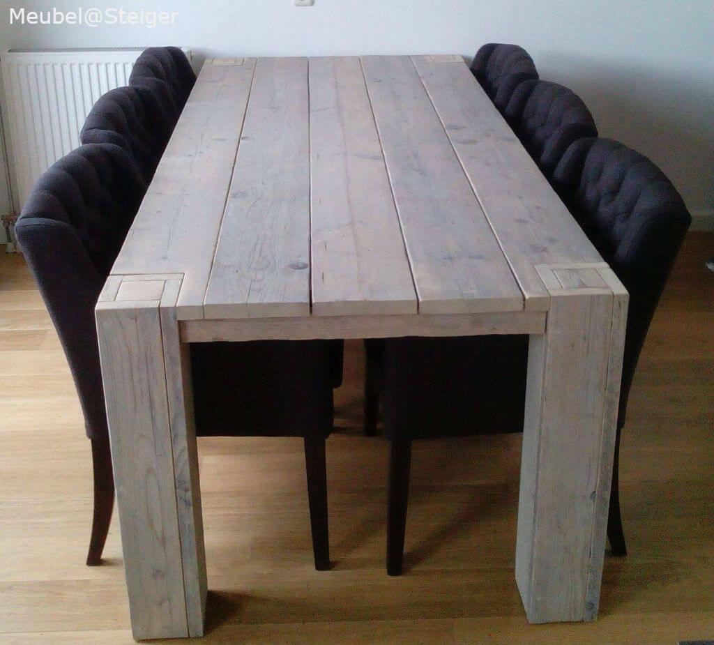 Steigerhout tafel met de poot zichtbaar in het tafelblad for Stijgerhout tafel